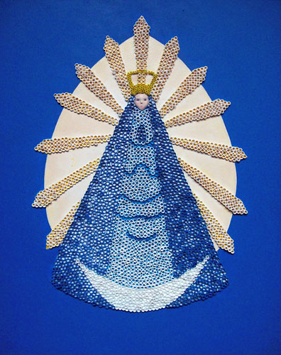 Virgen de Luján, acrílico y plástico sobre madera, 2011.