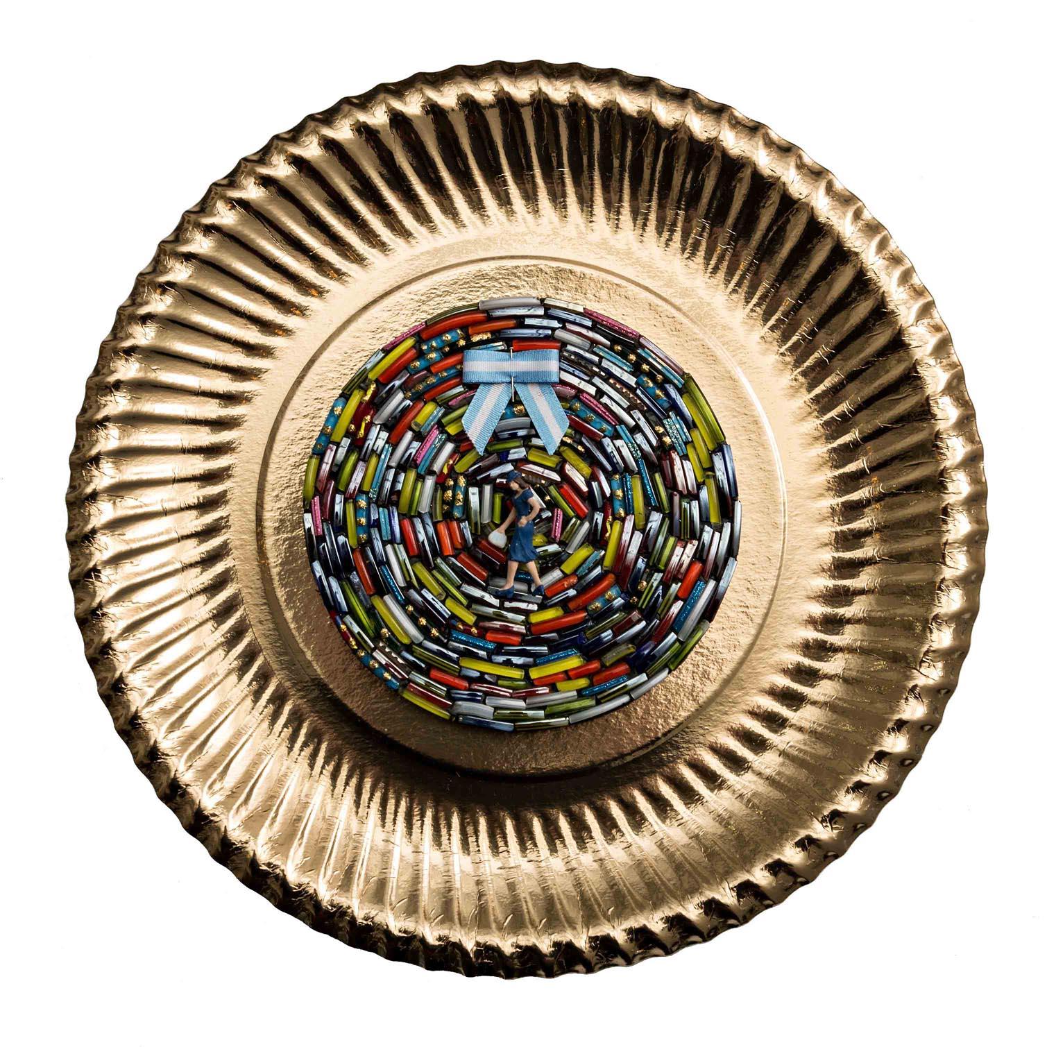 Chicas Argentinas I,  objetos ensamblados, 30 x 30 cm, 2012