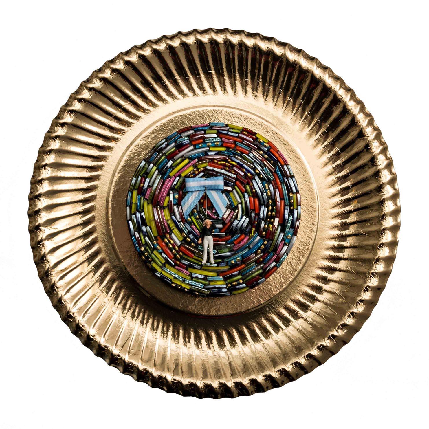 Chicas Argentinas II, objetos ensamblados, 30 x 30 cm, 2012