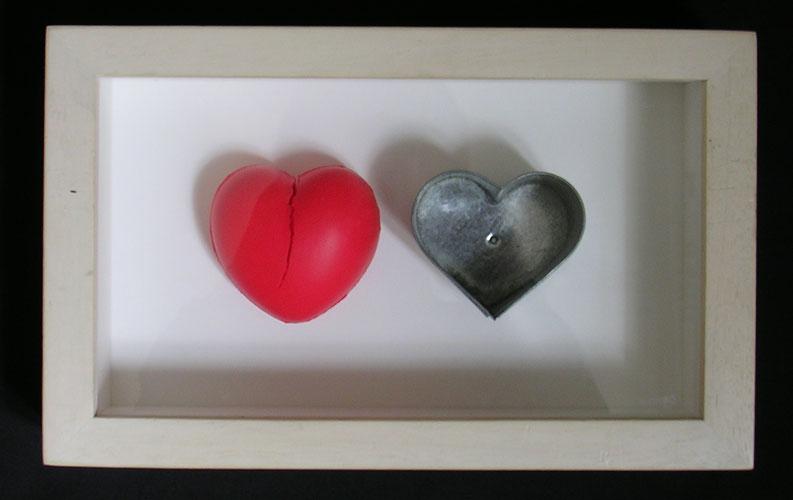 Corazón-Corazón II, objetos ensamblados, 2002.