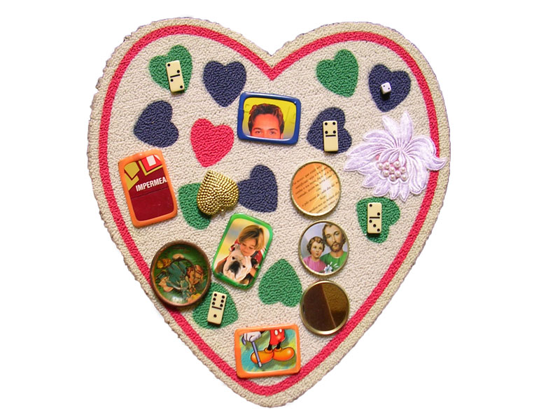 Corazón latino II, objetos ensamblados, 2005.