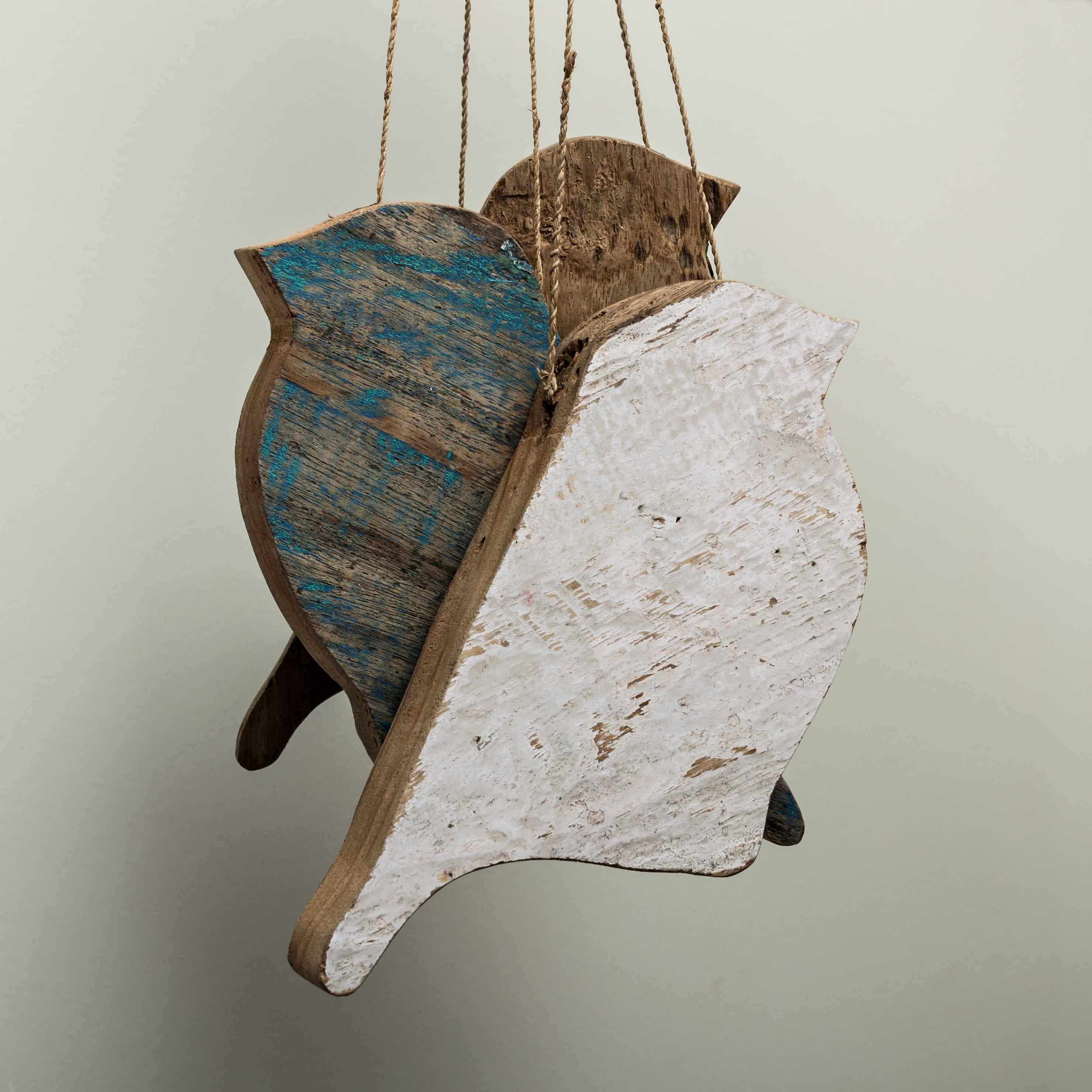En vuelo, (dorso), pintura acrílica sobre madera, 20 x 10 x 3cm,_2012