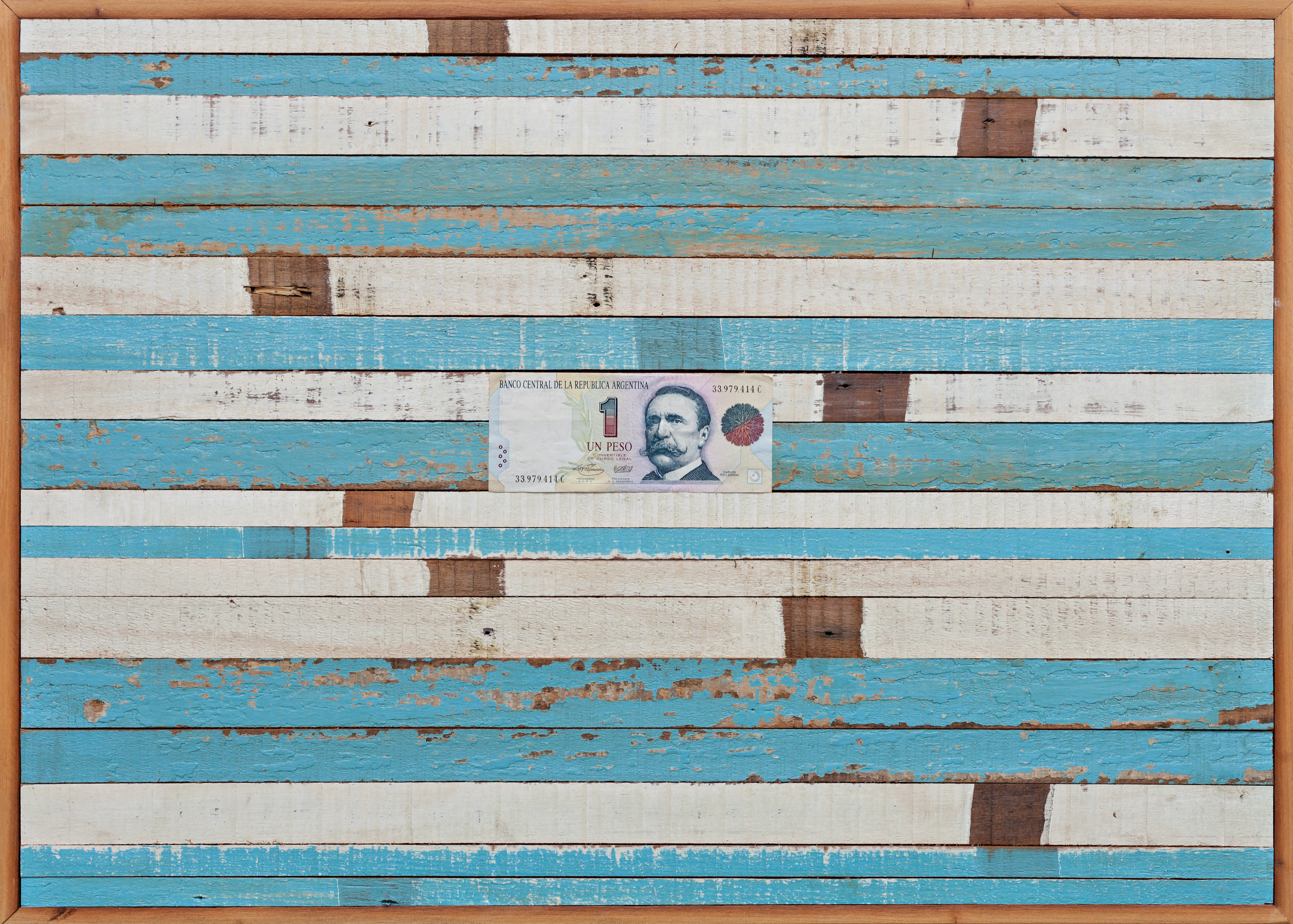 Eso en mi cabeza, objetos ensamblados, madera y papel moneda, 48 x 70 cm , 2019