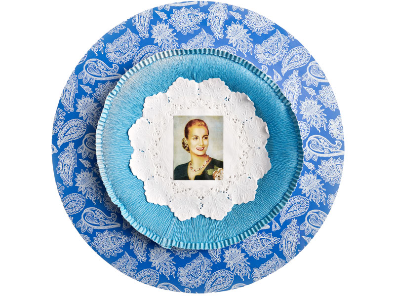 Evita cotidiana II, objetos ensamblados y papel collage, 2012