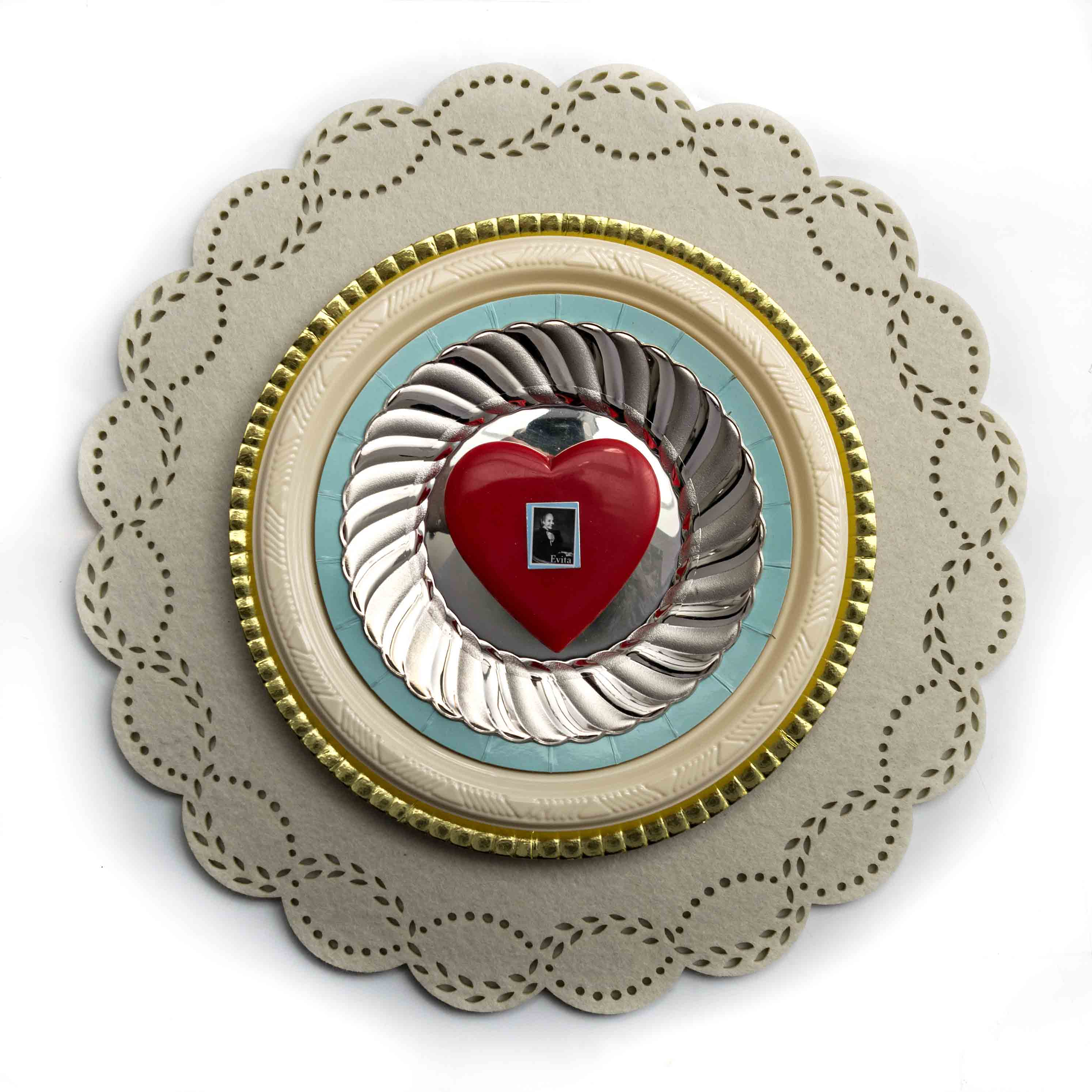 Evita, objetos ensamblados, 2012