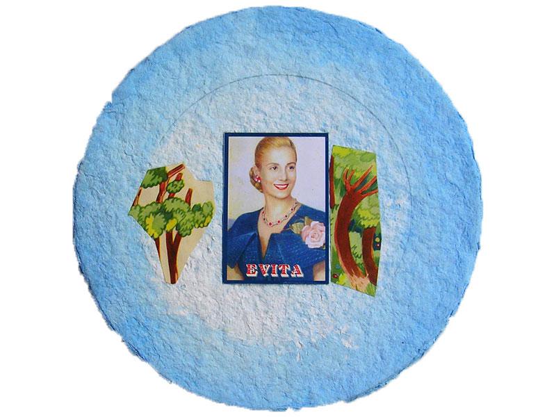 Evita urbana I, acrílico, lápiz y papel collage sobre pasta de papel, 26 x 26 cm, 2009