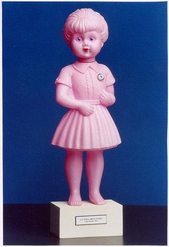 La niña argentina, objetos ensamblados, 2002.