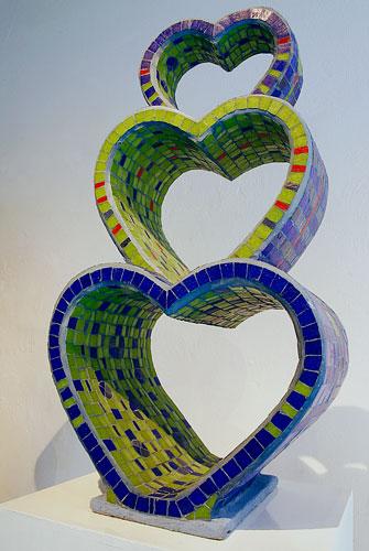 Las sinuosidades del amor, ensamblaje de venecitas, 84 x 43 x 30cm, 2004