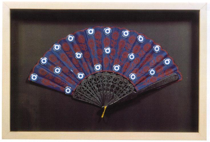 Paisaje argentino, objetos ensamblados sobre abanico, 31 x  48 cm, 2003.