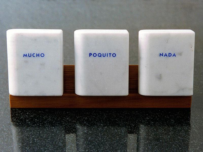 Mucho, Poquito, Nada, trío de mármol de Carrara, 6 cm x 5 cm x 2 cm, 1984