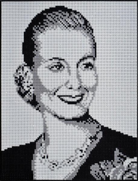 Evita, ensamblaje de piezas Rasti, 100 x 70 cm, 2013