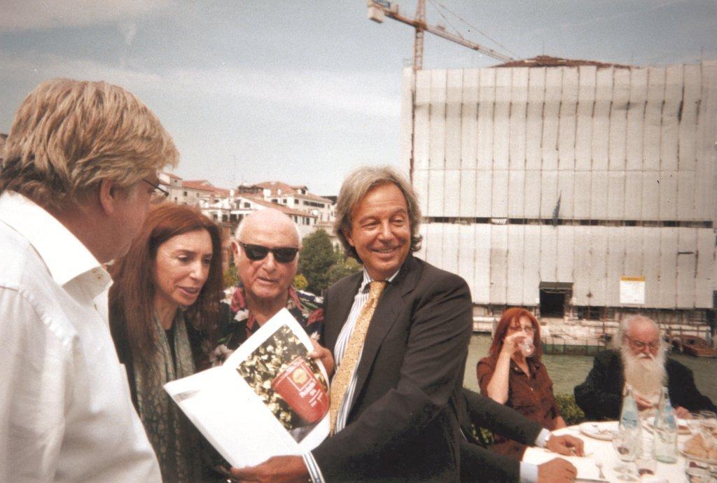 Nora Iniesta y Daniel Crippa, Mimmo Rotella, Pierre Restany, alla terrazza del Guggenhein Museum
