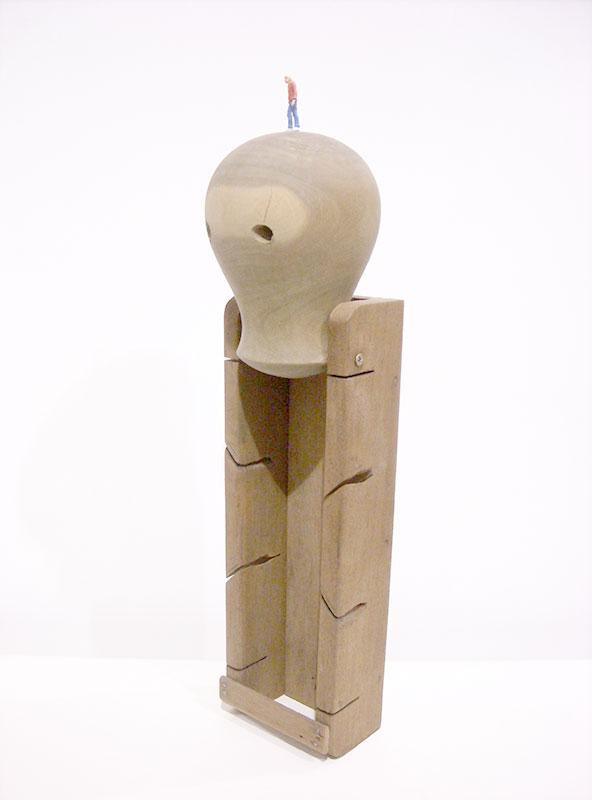 Mundo, objetos ensamblados, 49 cm x 11 cm x 12 cm,2013