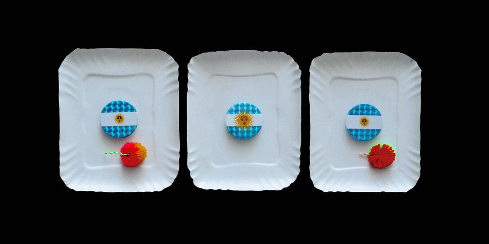 Argentina en el contexto regional, objetos ensamblados sobre cartón, 17 x 42 x 8 cm, 2011.