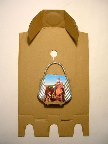 Argentina portable, objetos ensamblados sobre cartón, 2006.