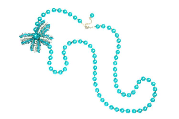 Collar perlas, simple con pin moño celeste, 2010.