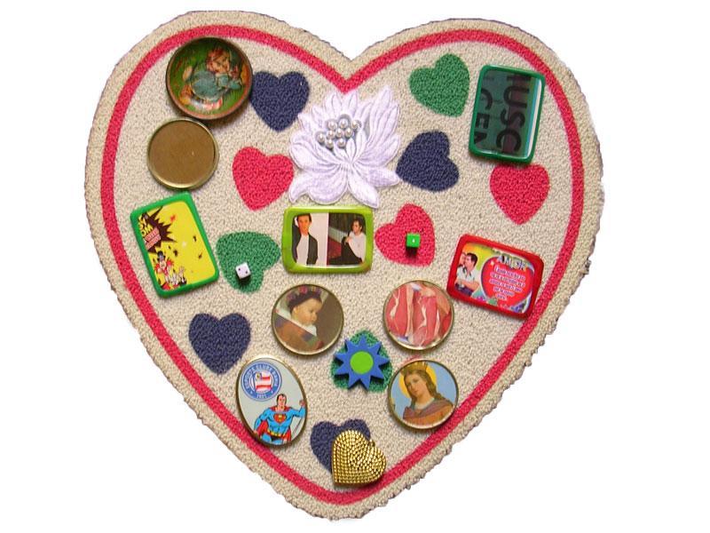 Corazón latino I, objetos ensamblados, 2005.