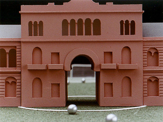 Doble juego, detalle, objetos ensamblados, 2003.