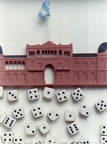 El azar en juego, detalle, objetos ensamblados, 2003.