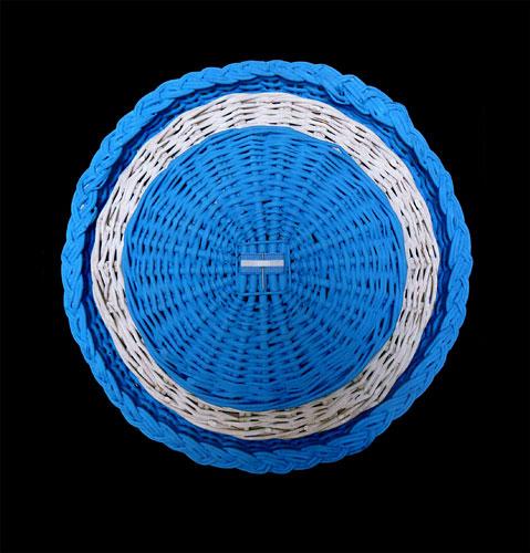 Escarapela, objetos ensamblados, 37 x 37 x 8,5 cm, 2011.