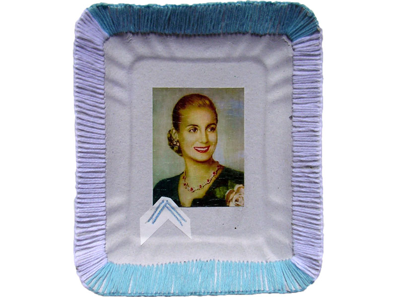 Evita cotidiana, papel collage y bordado sobre bandeja de cartón, 14 x 10 cm, 2007