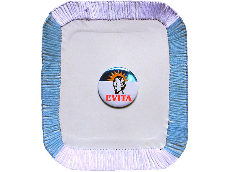 Evita, un escudo,bordado y ensamblaje de objeto sobre bandeja de cartón, 19 x 16 cm, 2007