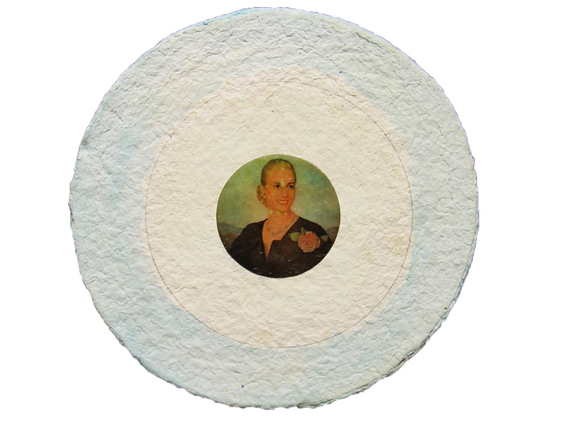 Evita,serie, papel collage sobre pasta de papel, 26 x 26 cm. 2007.