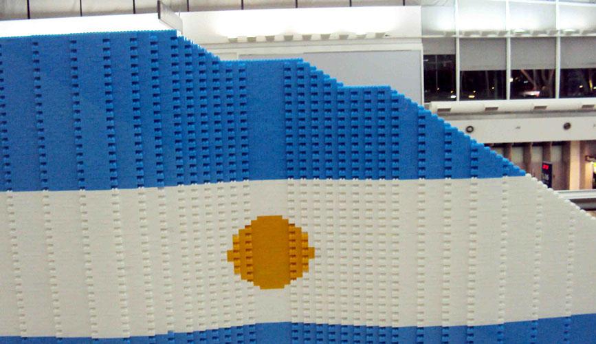 Bandera Bicentenario, Rasti, AA2000 y Nora Iniesta , obra participativa, 2010.