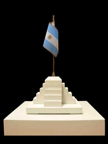 La patria, objetos ensamblados, 35 x 15,5 x 15,5 cm, 2011.