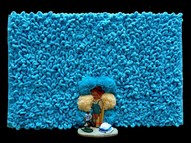 Mundo argentino II,  objetos ensamblados, 53 x 83 x 17 cm, 2011.