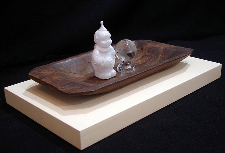 Mundo, objetos ensamblados, 20 x 36,7 x 22 cm, 2005.