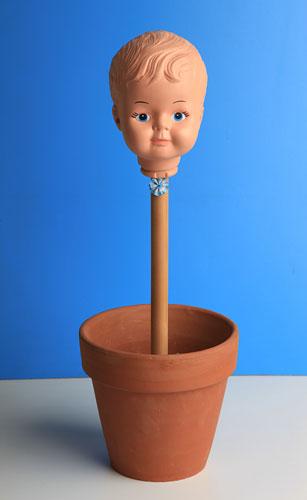 El niño argentino, objetos ensamblados, 2002.