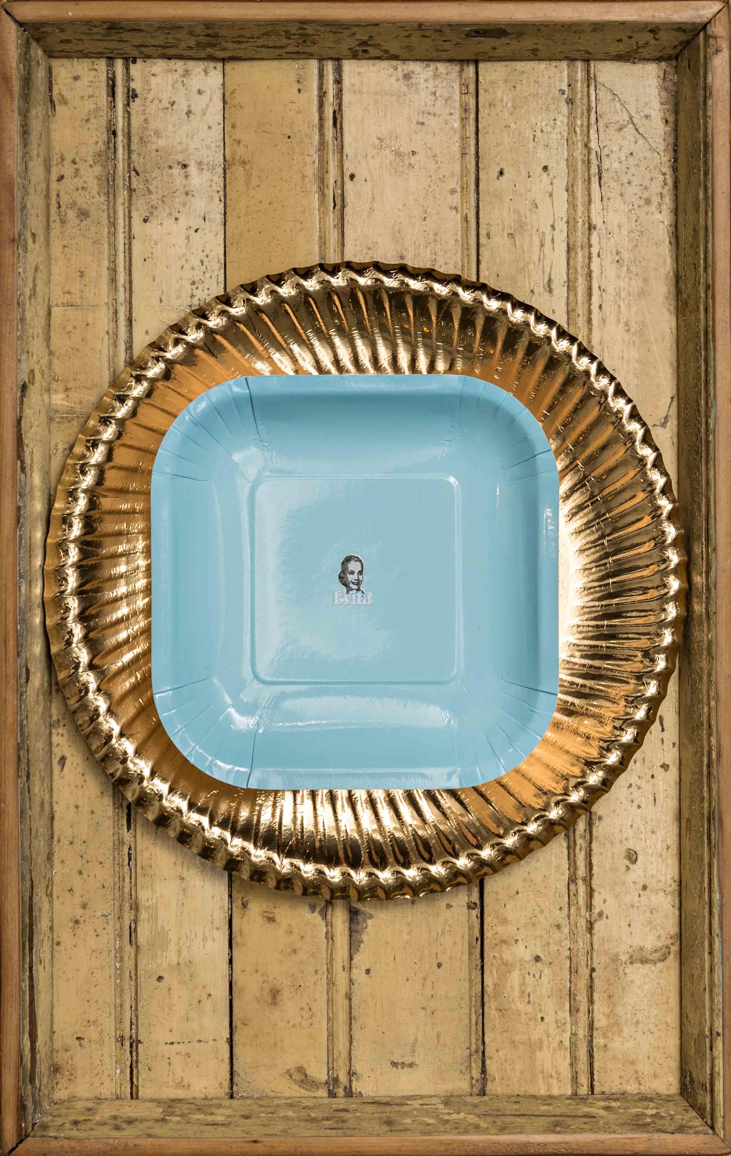 Simplemente Evita II, objetos ensamblados, 2012
