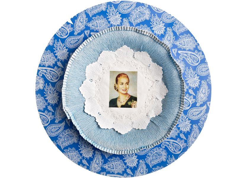 Evita cotidiana III, objetos ensamblados y papel collage, 2012