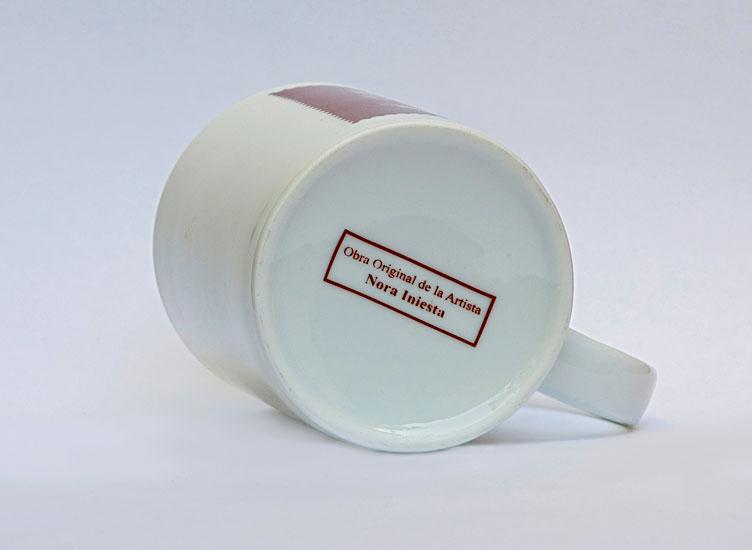 Taza Evita, impresión serigráfica sobre cerámica, 2009.