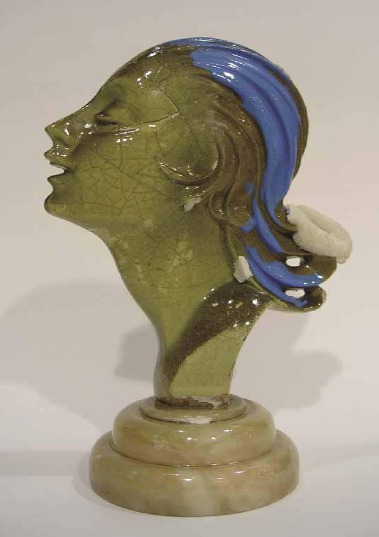 Rostro, acrílico sobre porcelana, 21 x 13 x 9 cm. 2005