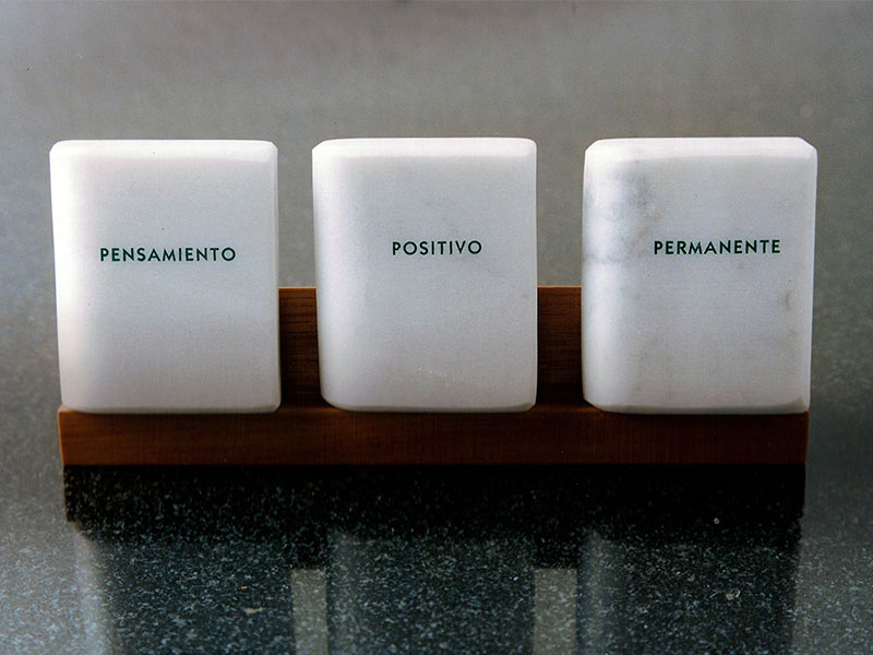 Pensamiento, Positivo, Permanente, trío de mármol de Carrara, 6 cm x 5 cm x 2 cm, 1984