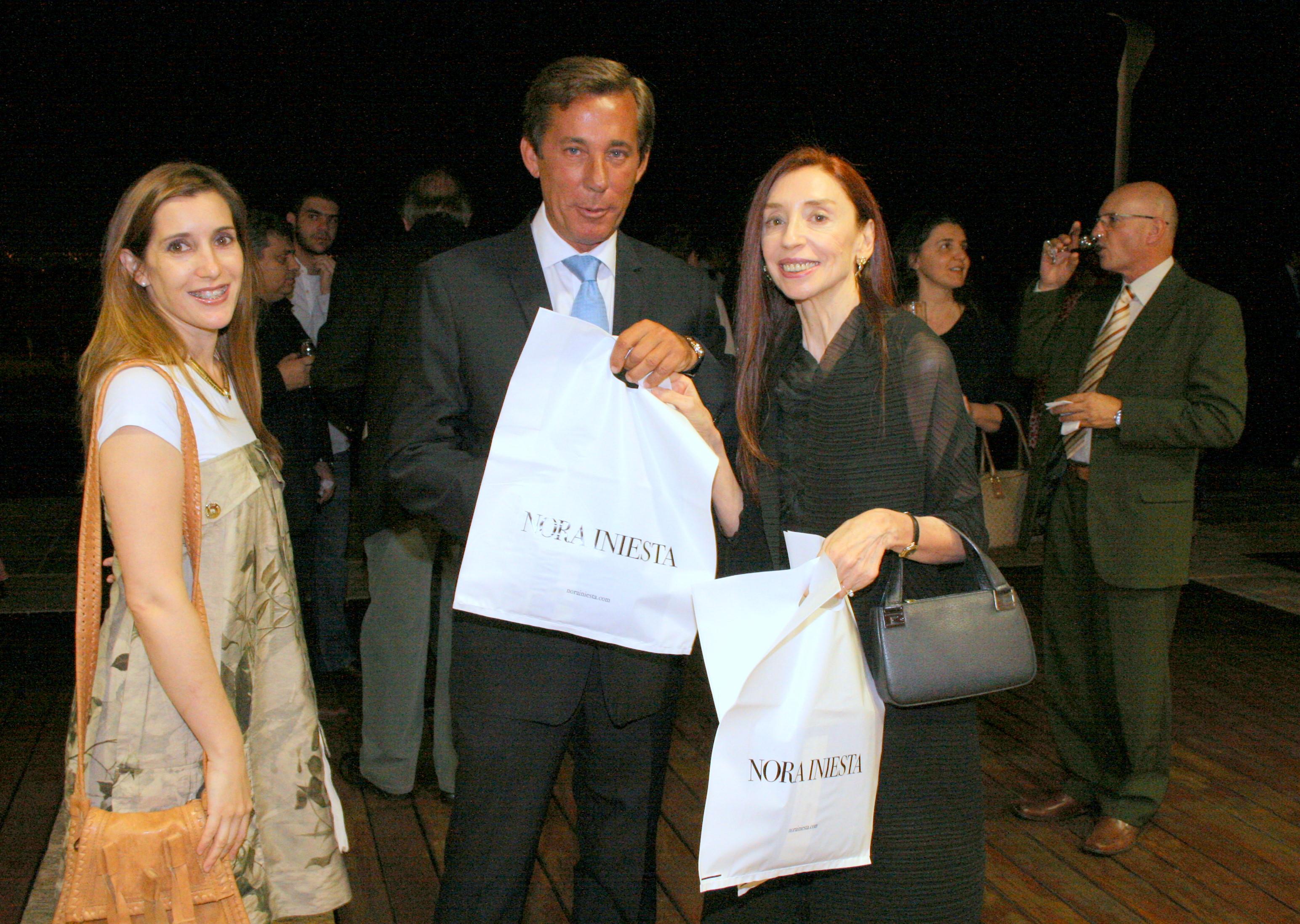 CELESTE Y BLANCO (LA PATRIA ENCONTRADA) - Embajador Luis María Kreckler y Nora Iniesta -  Brasilia 2012