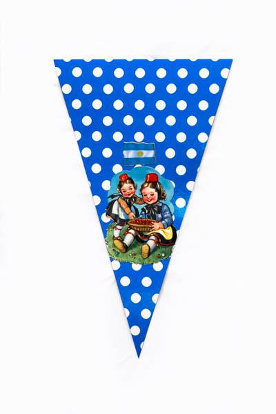 Argentina Pop I. Serie de 10 banderines, papel impreso y papel collage;medidas variables. 2015
