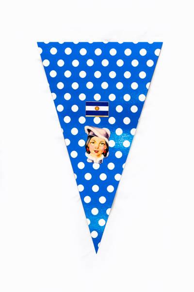 Argentina Pop III. Serie de 10 banderines, papel impreso y papel collage;medidas variables. 2015