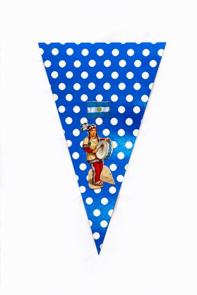 Argentina Pop IV. Serie de 10 banderines, papel impreso y papel collage;medidas variables. 2015