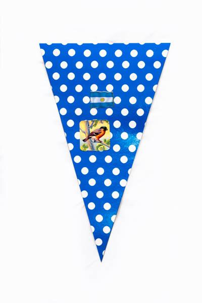 Argentina Pop VII. Serie de 10 banderines, papel impreso y papel collage;medidas variables. 2015