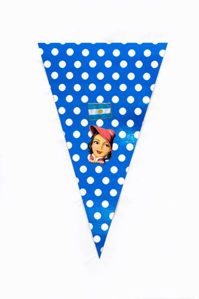 Argentina Pop XII. Serie de 10 banderines, papel impreso y papel collage;medidas variables. 2015