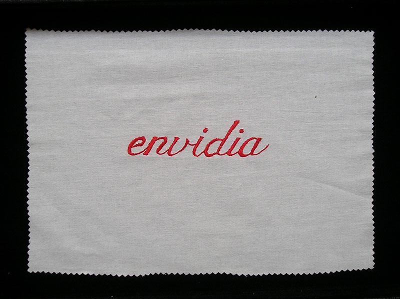 Envidia, serie Los siete pecados capitales, bordado sobre género de algodón, 2001