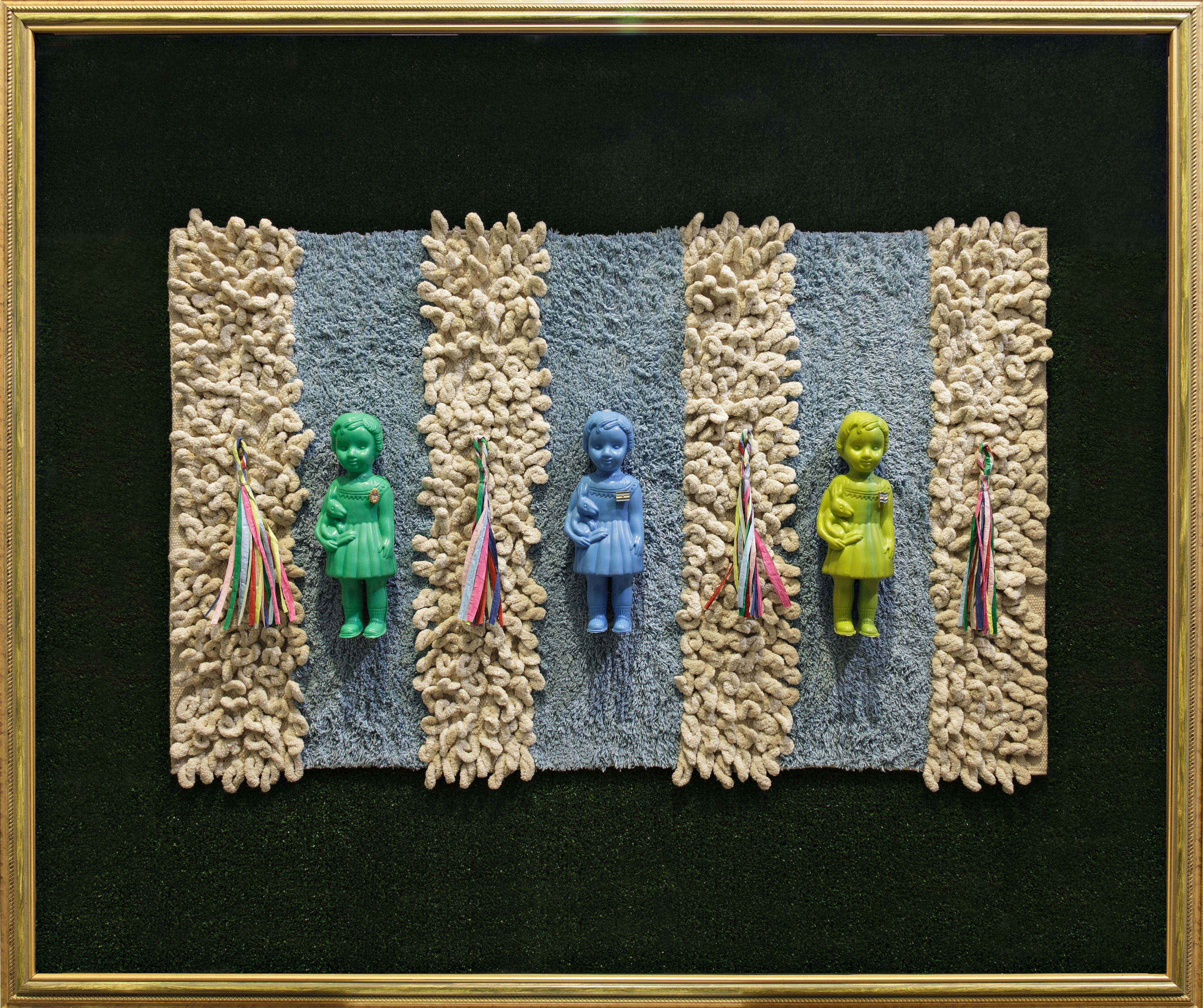 La Niña Argentina, serie, objetos ensamblados; 102 cm x 122 cm x 12 cm, 2017