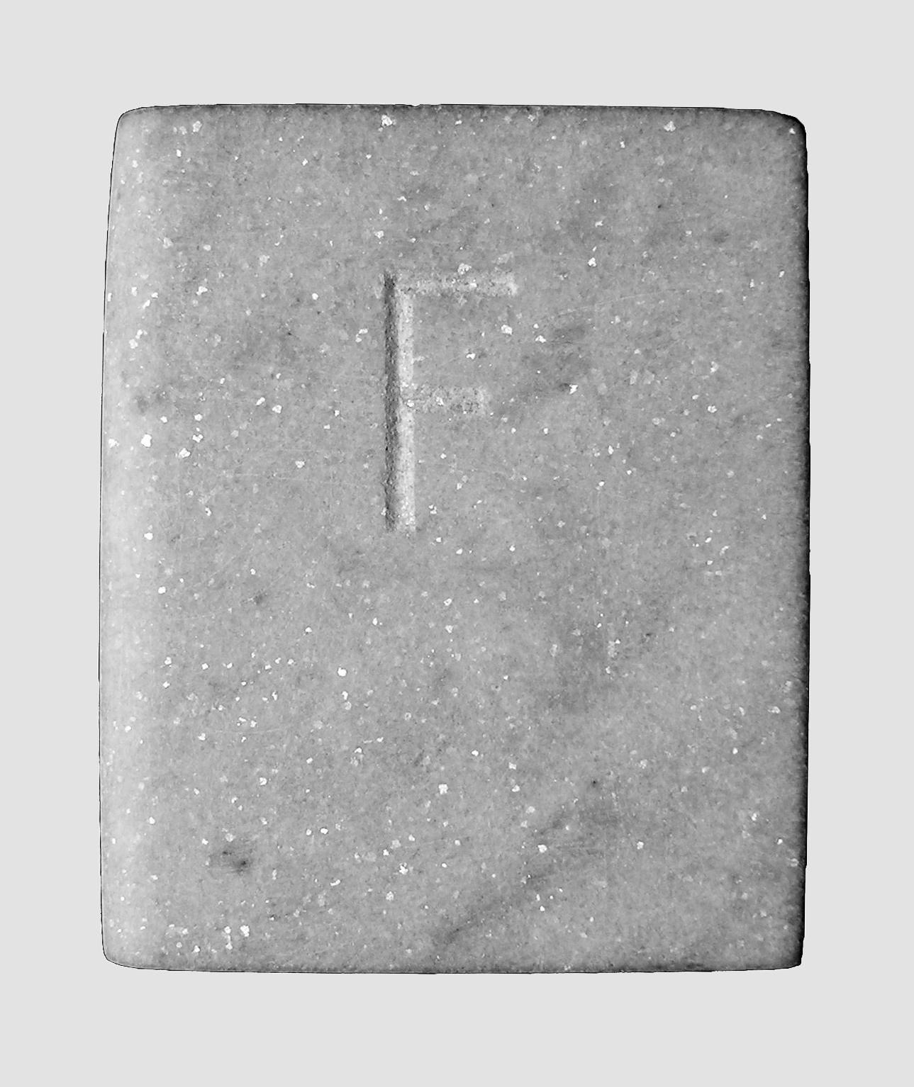 Abecedario, F, libro de mármol de Carrara, 18 cm x 3 cm x 15 cm, 1984