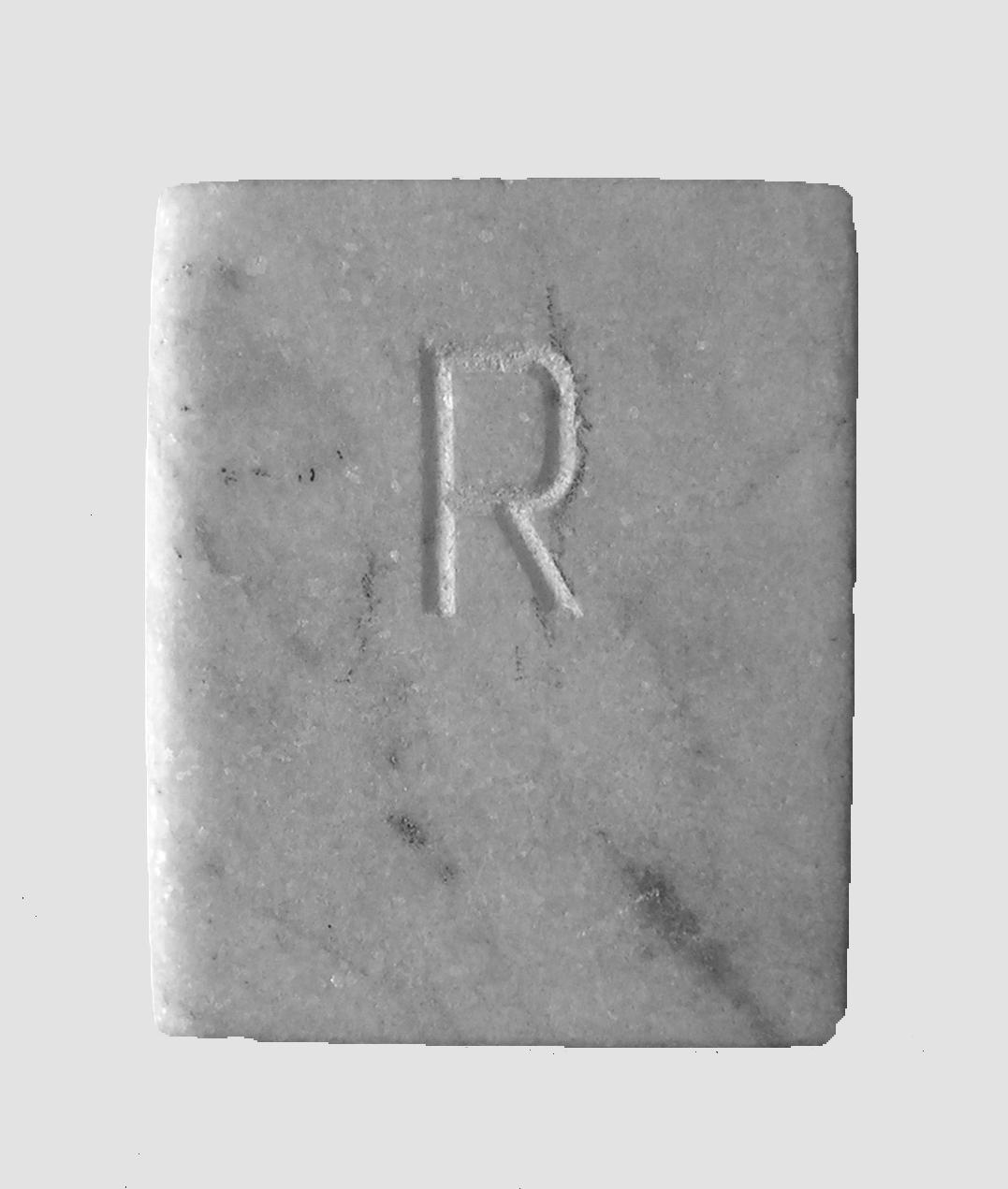Abecedario, R, libro de mármol de Carrara,  18 cm x 3 cm x 15 cm, 1984