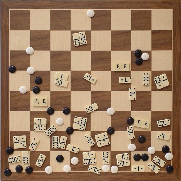 Fe II , objetos ensamblados, 50 cm x 50 cm, 2001