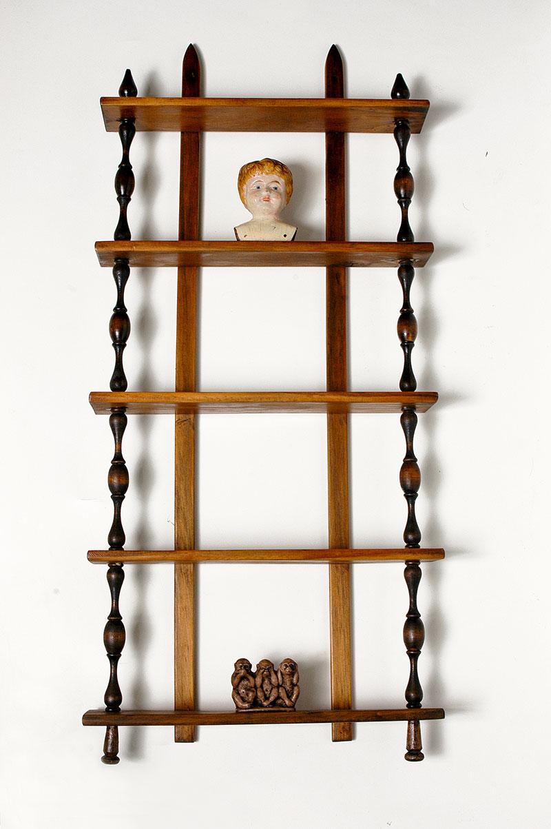 La Conciencia, instalación, madera, cerámica, 47  cm x 84 cm x 12 cm, 2005